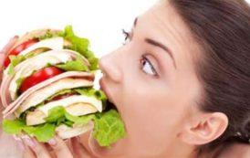 10 أغذية تساعدك على تحفيز نشاطك أثناء العمل