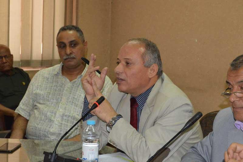 """""""على عبد الباسط"""".. يعرض مطالب العاملين بالخدمات الصحية"""